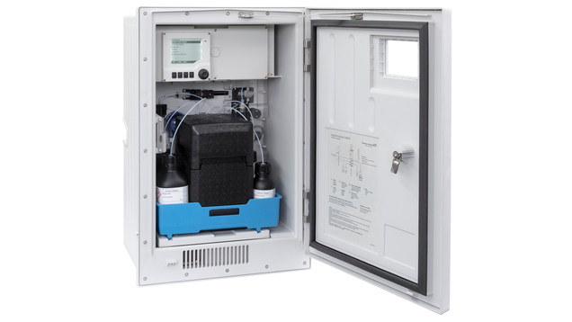 Вид анализатора общего фосфора с модулем охлаждения изнутри